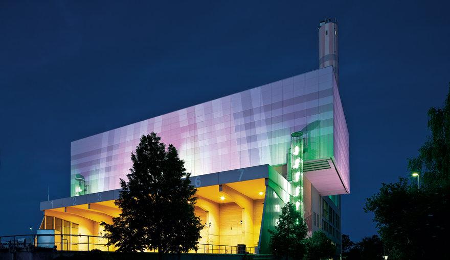 industria-_-csm_lumena-led-fassadenillumination-industry-trilux_a584a430fb